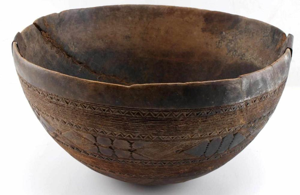 OLD AFRICAN CARVED WOOD BOWL