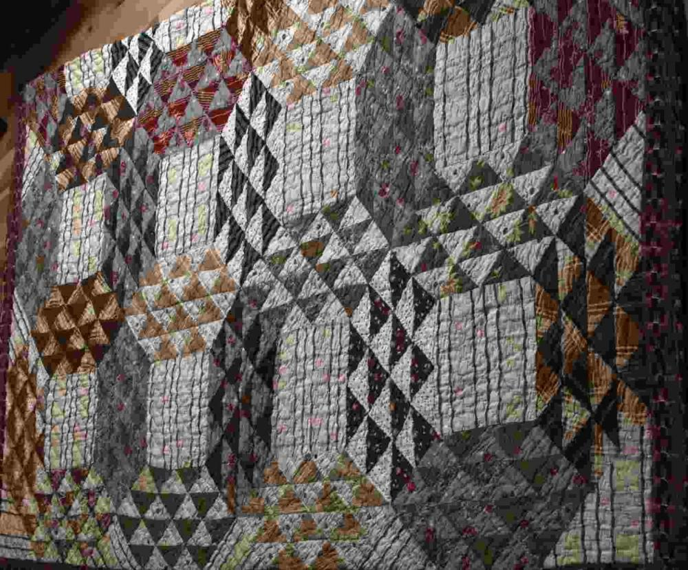HAND STITCHED VINTAGE AMERICAN QUILT