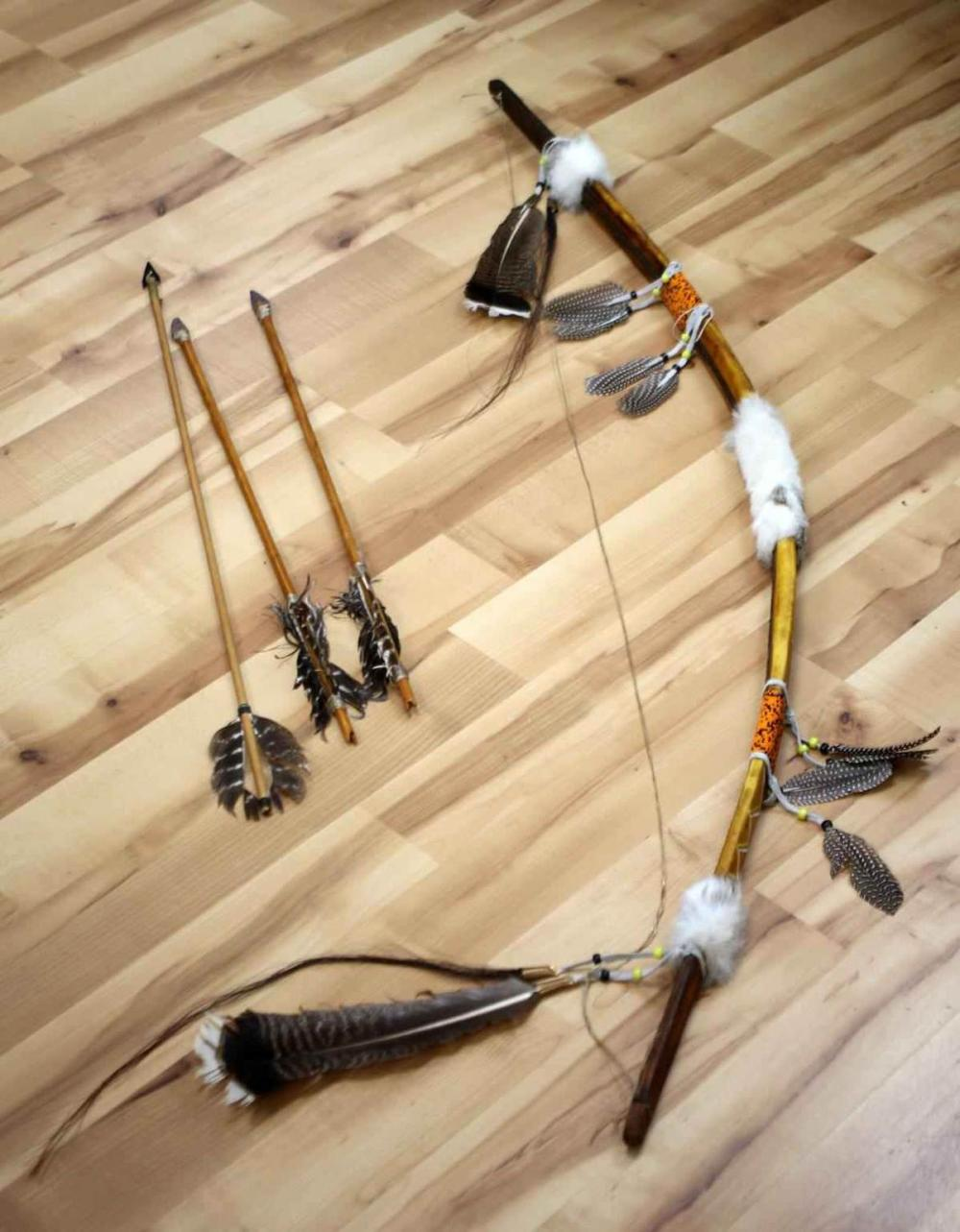 APACHE LEATHER WRAPPED ORNAMENTAL BOW & ARROWS