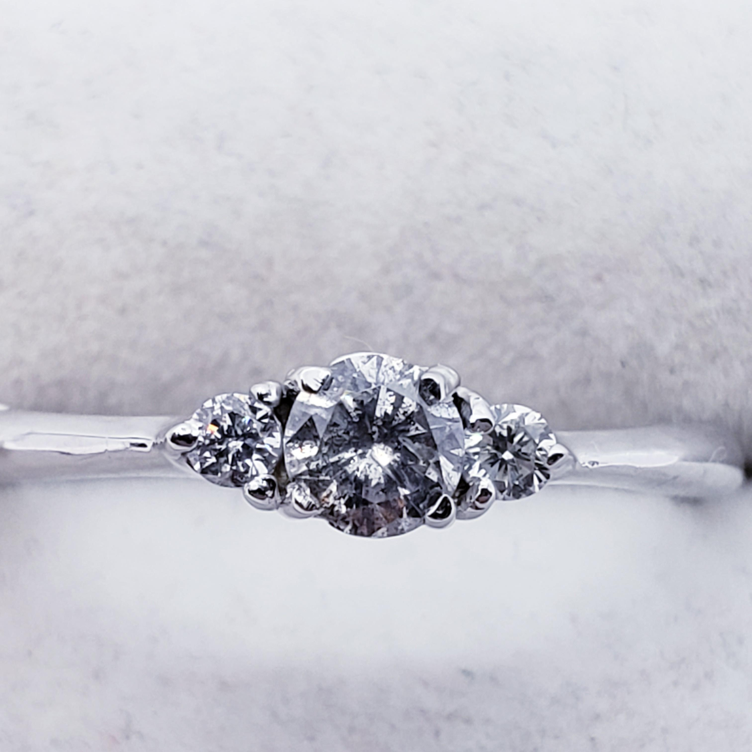 Certified 10K Diamond (0.28ct) Ring