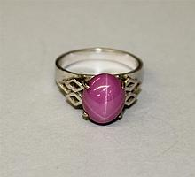 18KW Gold marked, Pink Linde Star Sapphire Type Ring