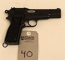 Canadian John & Company Inglis MK I Browning FN Hi-Power semi-automatic pistol. Cal. 9 mm. 4-1/2