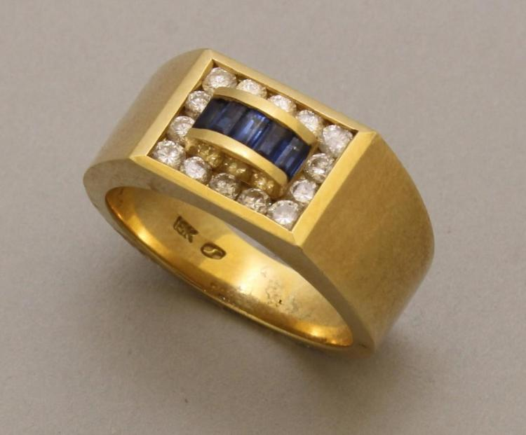 Gold Ring with Sapphire Blue and Diamond