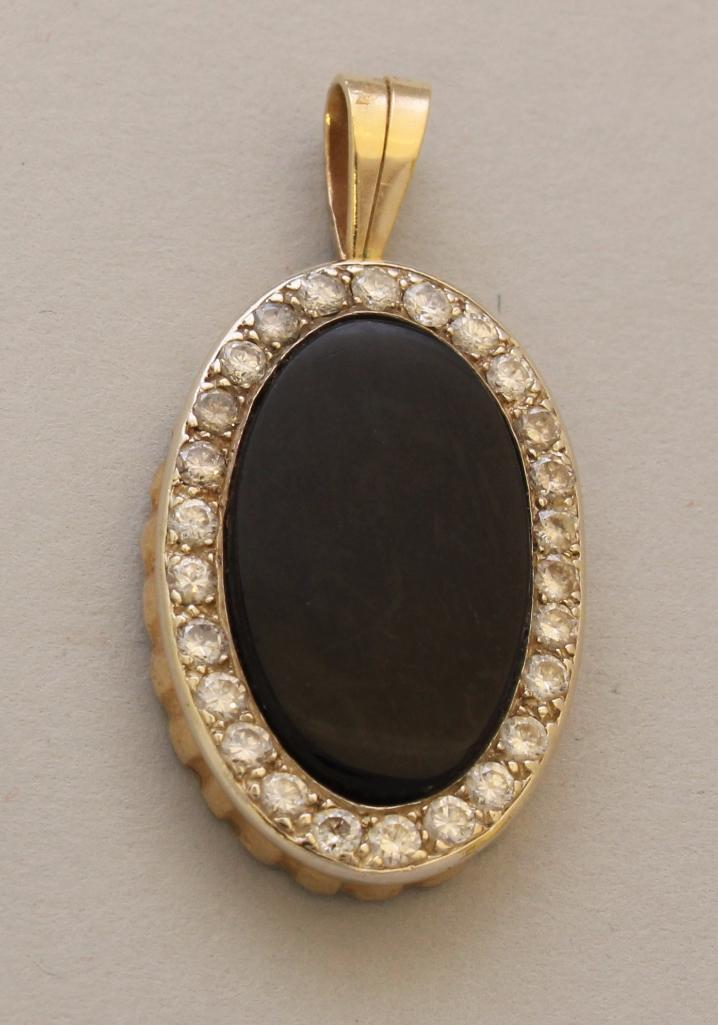 Gold Pendant with Onyx and Diamond