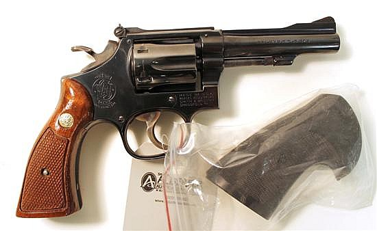 Smith & Wesson Model 18 K-22 Combat Masterpiece double action revolver. Cal. 22 LR. 4