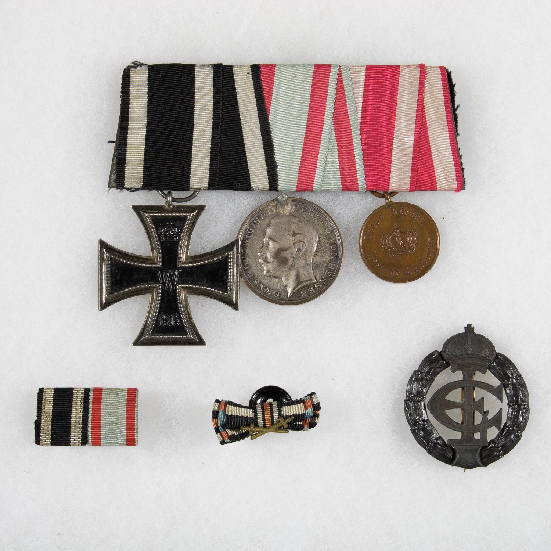 1917 KRIEGSEHRENZEICHEN IN EISEN WITH AWARD CERTIFICATE AND MEDAL BAR