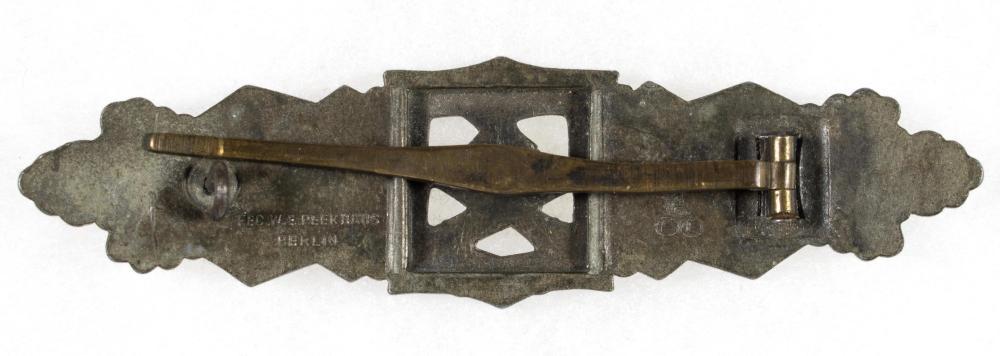 CLOSE COMBAT CLASP IN BRONZE, BY W. E. PEEKHAUS