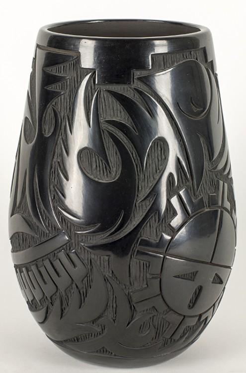 Lucy Tafoya | Black Vase with design