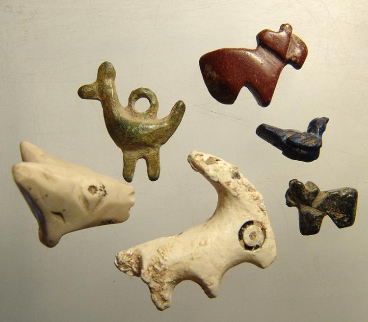 A lot of 6 varied ancient animal amulets