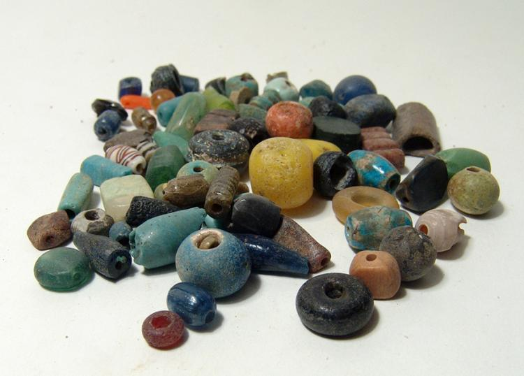 Lot of mixed mostly Roman/Islamic glass/faience beads