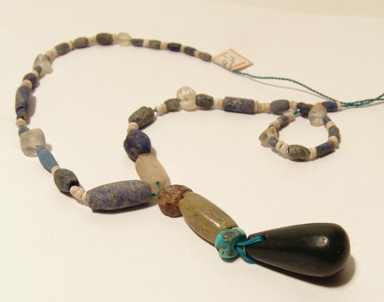 Attractive ancient lapis and quartz necklace