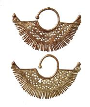 A pair of finely made Sinu gold earrings