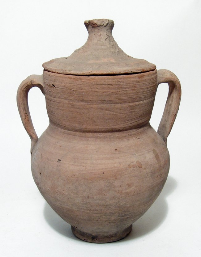 Apulian amphora with large straining sieve and lid