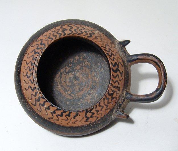 A Corinthian black glazed plemochoe