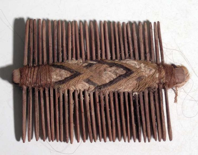 An excellent Pre-Columbian comb