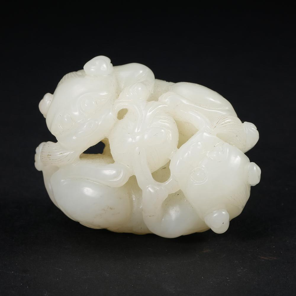CHINESE WHITE JADE LION ORNAMENT