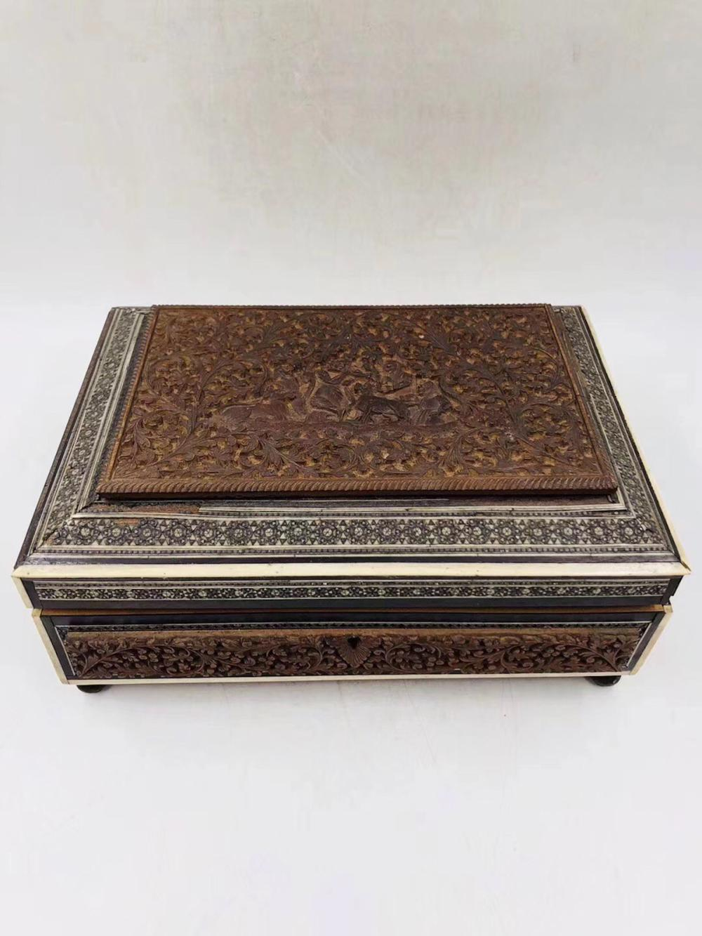 CHINESE SANDALWOOD CARVED COVER BOX