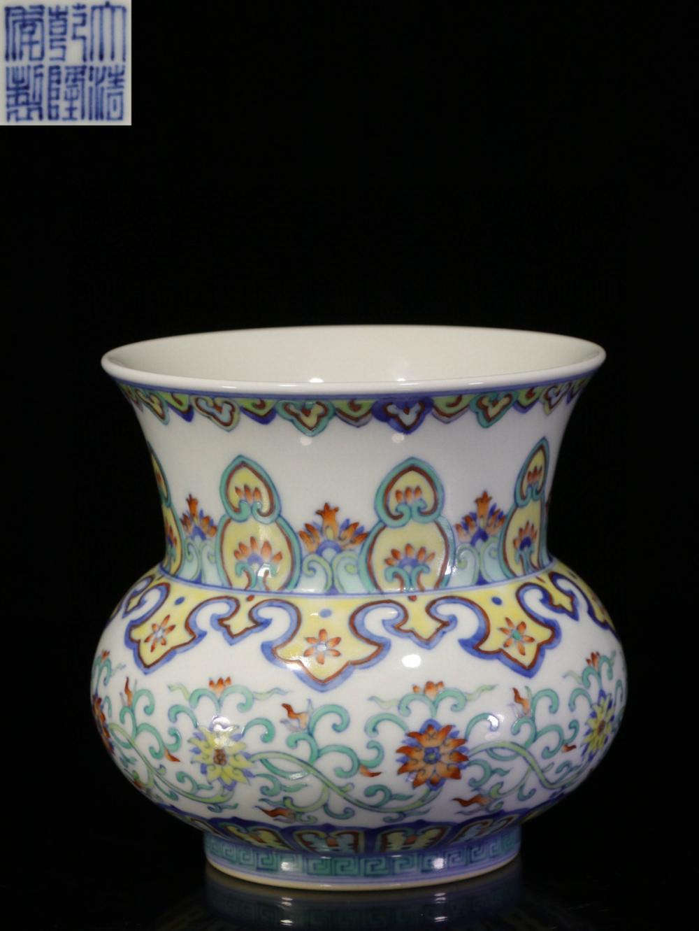 CHINESE DOUCAI PORCELAIN SPITTOON