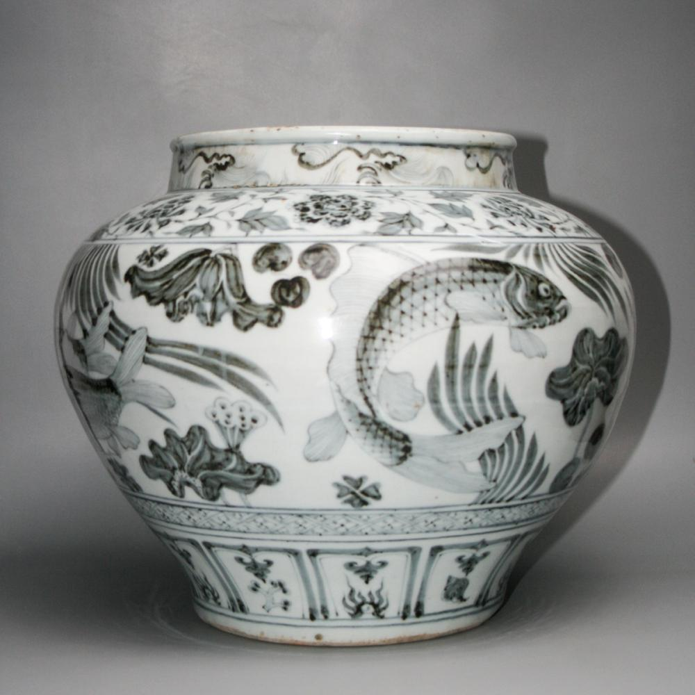 CHINESE BLUE WHITE PORCELAIN FISH JAR