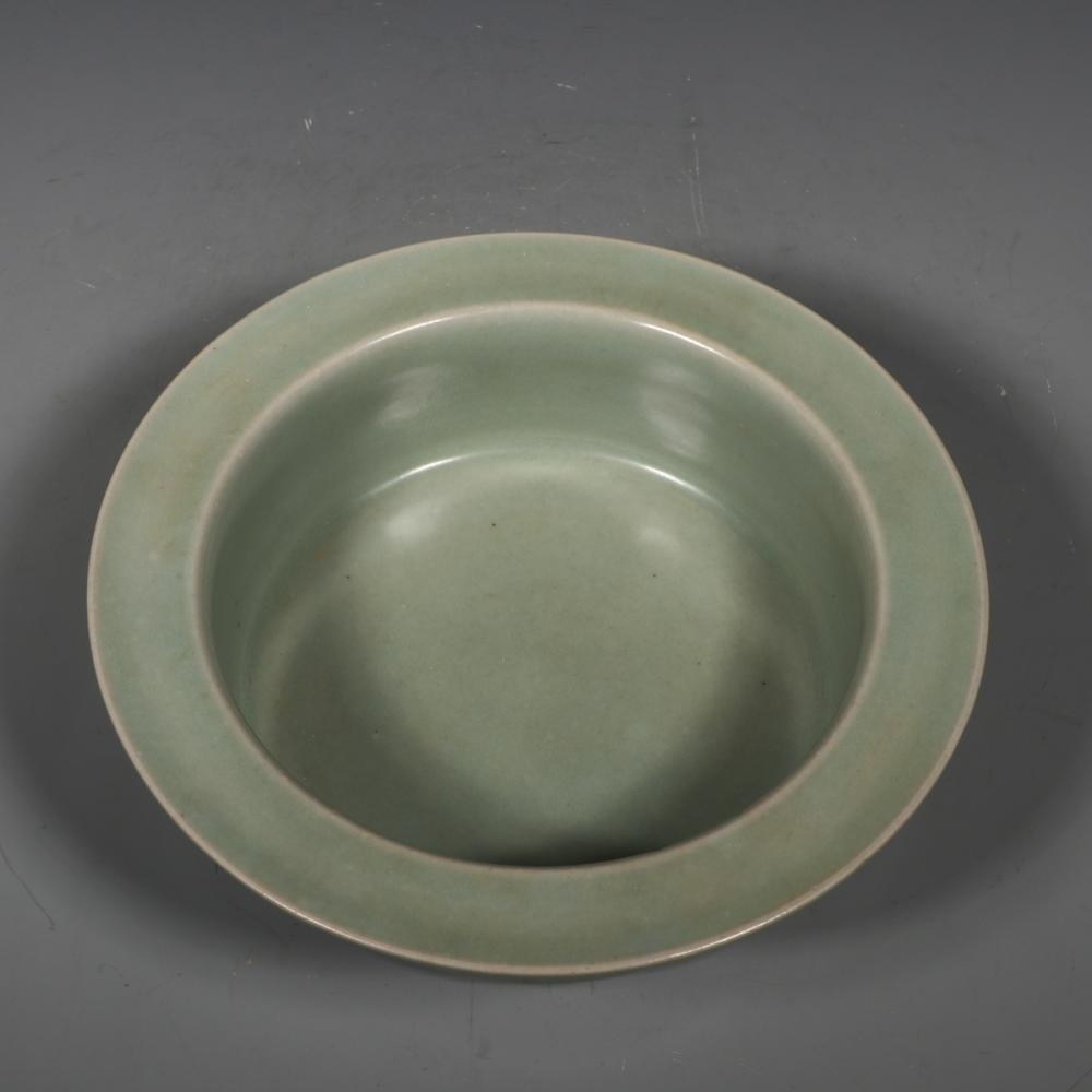 CHINESE CELADON GLAZED PORCELAIN BASIN