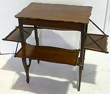 Victorian mahogany tea table with four rising