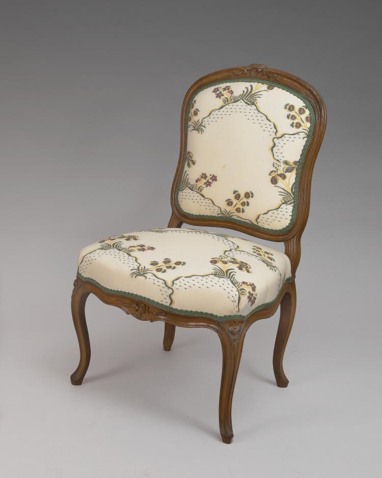 Pair of louis xv beech wood chaises for Chaises louis xv cannees