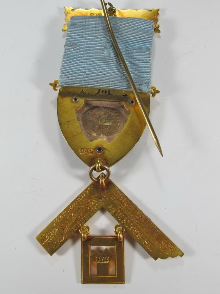 Masonic stamped 15K gold Worshipful Master jewel