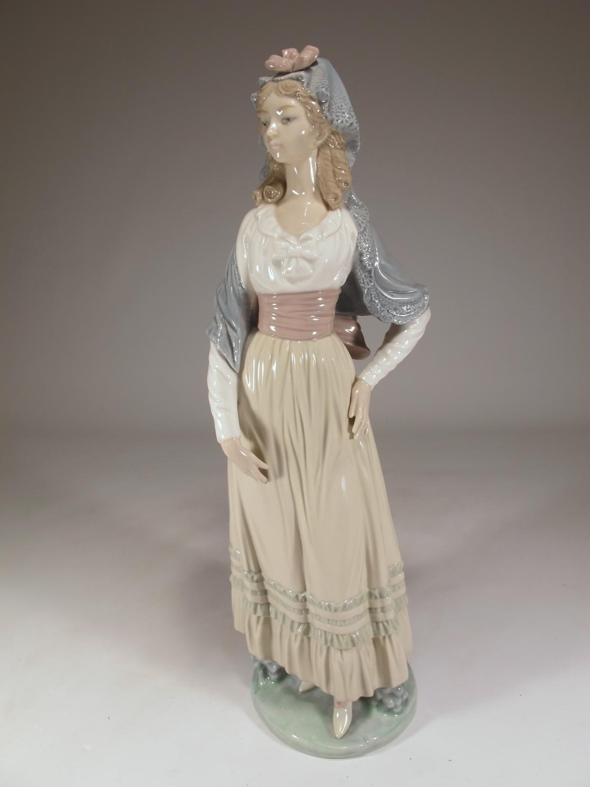 Lladro Goya lady Dama Goyesca porcelain statue