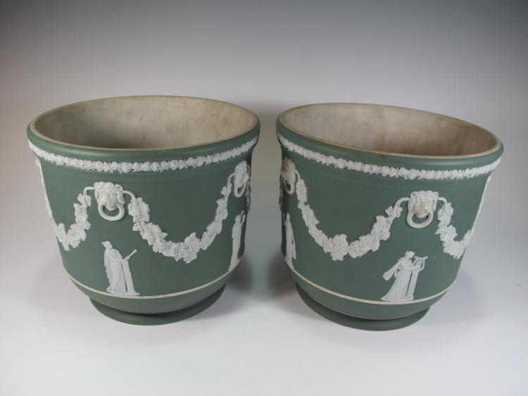 Antique English pair of Wedgwood porcelain vases