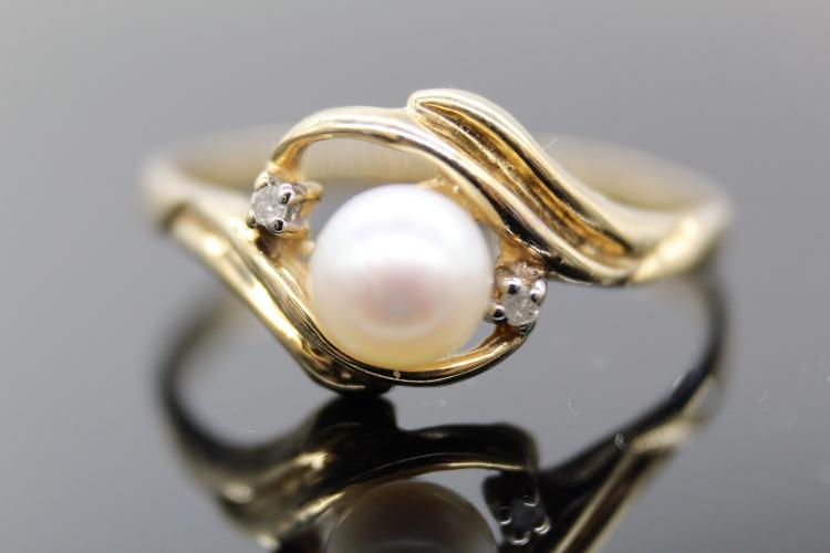 10K Yellow Gold Pearl & Diamond Ring
