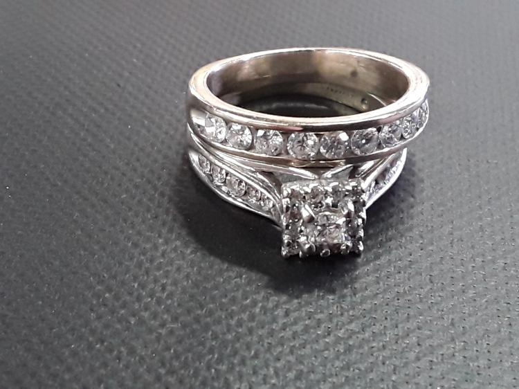 Approx 2k bined Diamond 14k White Gold Wedding Set