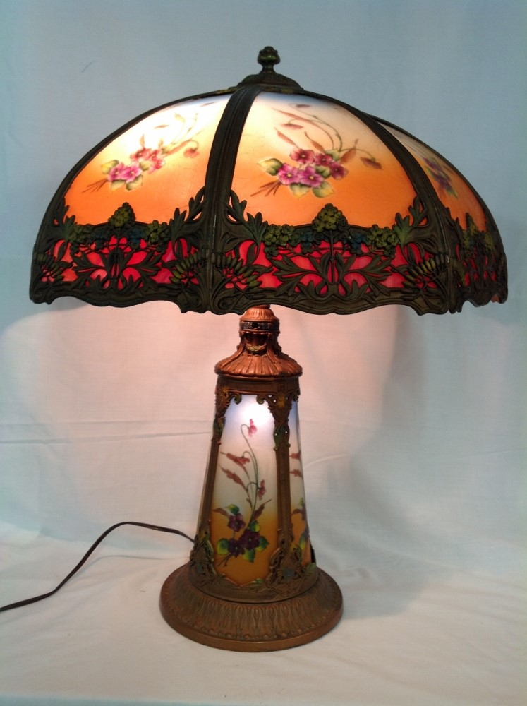 Handel Style Lighted Base Lamp