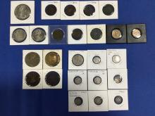 LOT OF 25 VARIOUS COINS AND TOKENS, REALS, 0.5 REALS, HALF PENNIES, AND OTHERS.