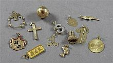 LOT CHARM HOLDER AND 12 CHARMS STAMPED GOLD PLATED TO 24K YELLOW GOLD, 3/4