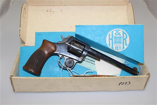 HARRINGTON AND RICHARDSON MODEL 922 .22 LR CALIBER REVOLVER SN: 142792, LIGHT RUST AND CRACKED GRIP, INCLUDING ORIGINAL BOX