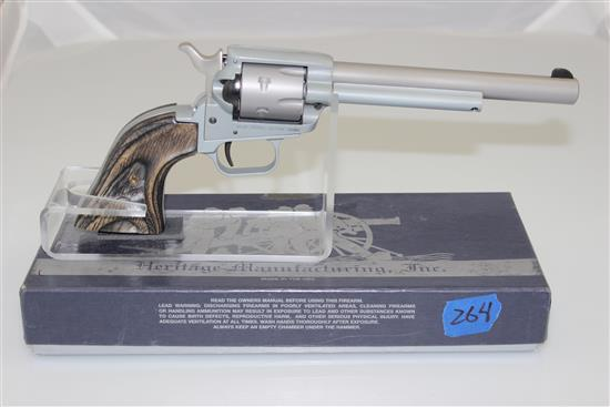 HERITAGE MODEL ROUGH RIDER .22 RF/.22 MAG CALIBER REVOLVER SN: J40420, INCLUDING 2 CYLINDERS AND ORIGINAL BOX