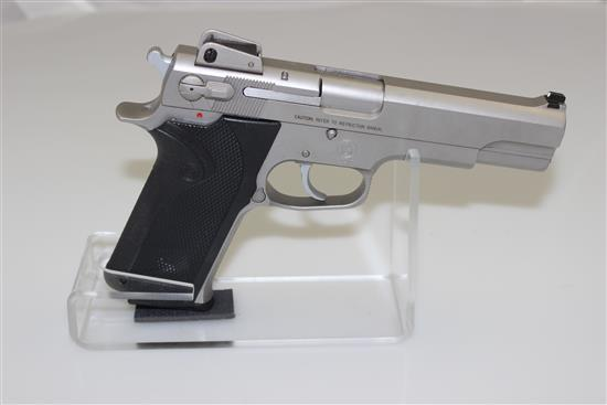SMITH & WESSON MODEL 1006 10 MM CALIBER SEMI-AUTO PISTOL SN: TEV0687