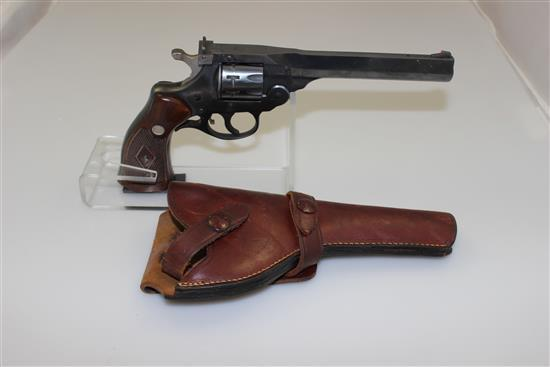 HARRINGTON & RICHARDSON MODEL SPORTSMAN .22 LR CALIBER REVOLVER SN: T17764, INCLUDING LEATHER HOLSTER