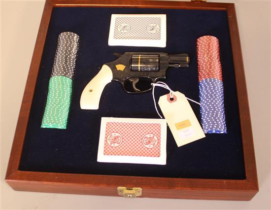 SMITH & WESSON MODEL 36-10 TEXAS HOLDEM .38 SPECIAL REVOLVER SN: TEX1530, INCLUDING FITTED GLASS FRONT CASE, CARDS AND POKER CHIPS