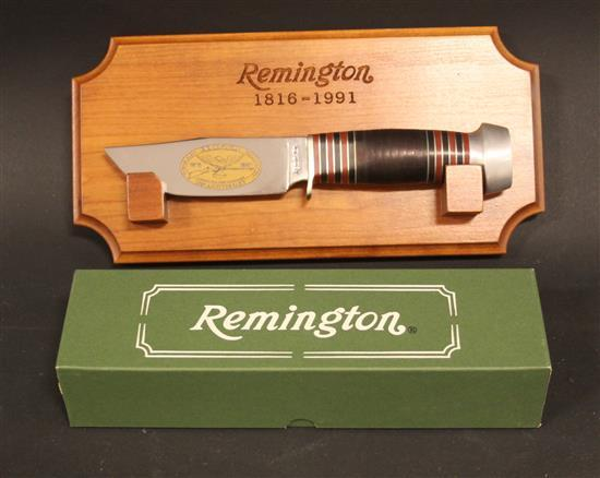 REMINGTON 175TH ANNIVERSARY 1816-1991 RH33C HUNTING KNIFE WITH WALL HANGING DISPLAY