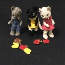 BAPS THREE LITTLE KITTENS WITH MITTENS.  EARLIER SET WITH EMBROIDERED EYES.