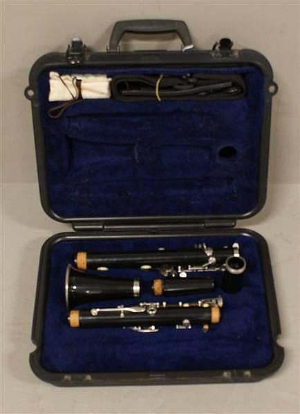 SELMER CLARINET MODEL 1400 INCLUDING HARD CASE,