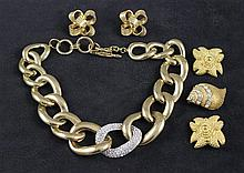 LOT KENNETH JAY LANE GOLDTONE JEWELRY INCLUDING HEAVY CHAIN NECKLACE, SHELL PIN AND 2 PAIRS CLIP EARRINGS