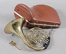 F.E. OLDS &* SONS AMBASSADOR FRENCH HORN INCLUDING HARD CASE