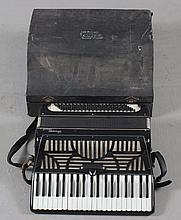 GUISEPPE VENUTI MODEL 113 ACCORDION INCLUDING HARD CASE