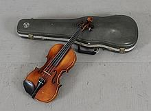 E.R. PFRETZSHNER HANDMADE VIOLIN, DATED 1969 MODEL 105 INCLUDING HARD CASE AND BOW, 24