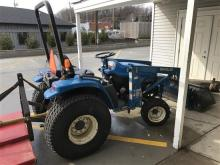 NEW HOLLAND 1530 2 WHEEL DRIVE TRACTOR WITH FRONT LOADER AND RAZORBACK BRUSH ATTACHMENT, 501 HOURS