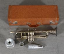CG CON LIMITED SILVER PLATED TRUMPET WITH TWO MUTES AND CASE - 20