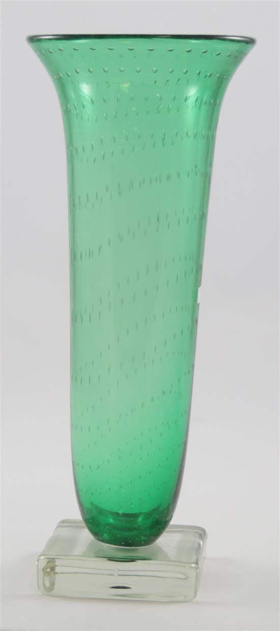 ERICKSON GLASS EMERALD BUBBLE VASE ON SQUARE CRYSTAL BASE, 15