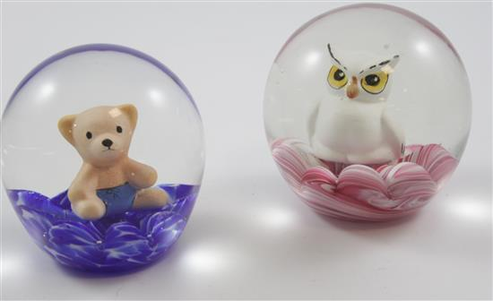 2 MAUDE AND BOB ST CLAIR PAPERWEIGHTS WITH SULPHIDE FIGURES INCLUDING OWL (1971) AND BEAR, 3.5